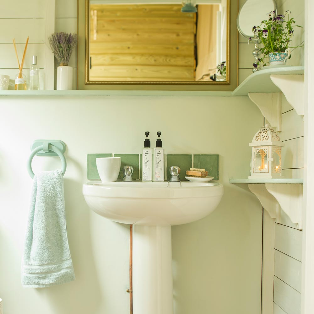 Feel at Home with Spotless Bathrooms at Longlands Glamping