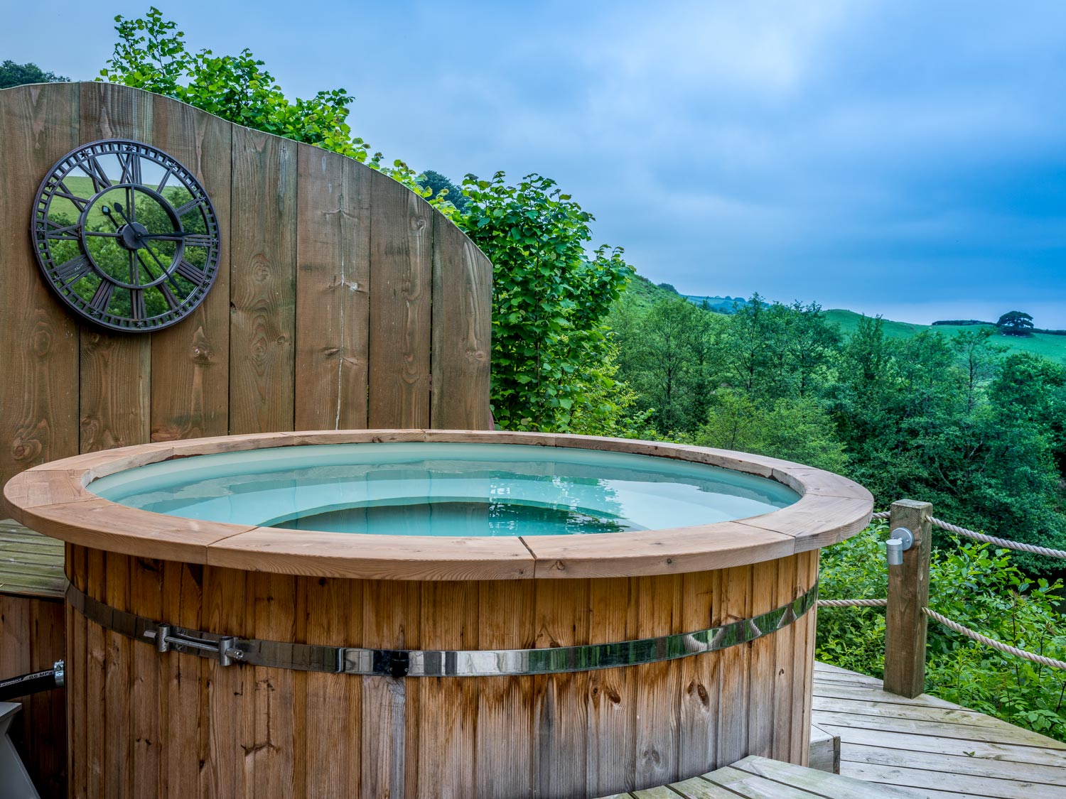 Enjoy luxury glamping with hot tub amongst beautiful Devonshire countryside.