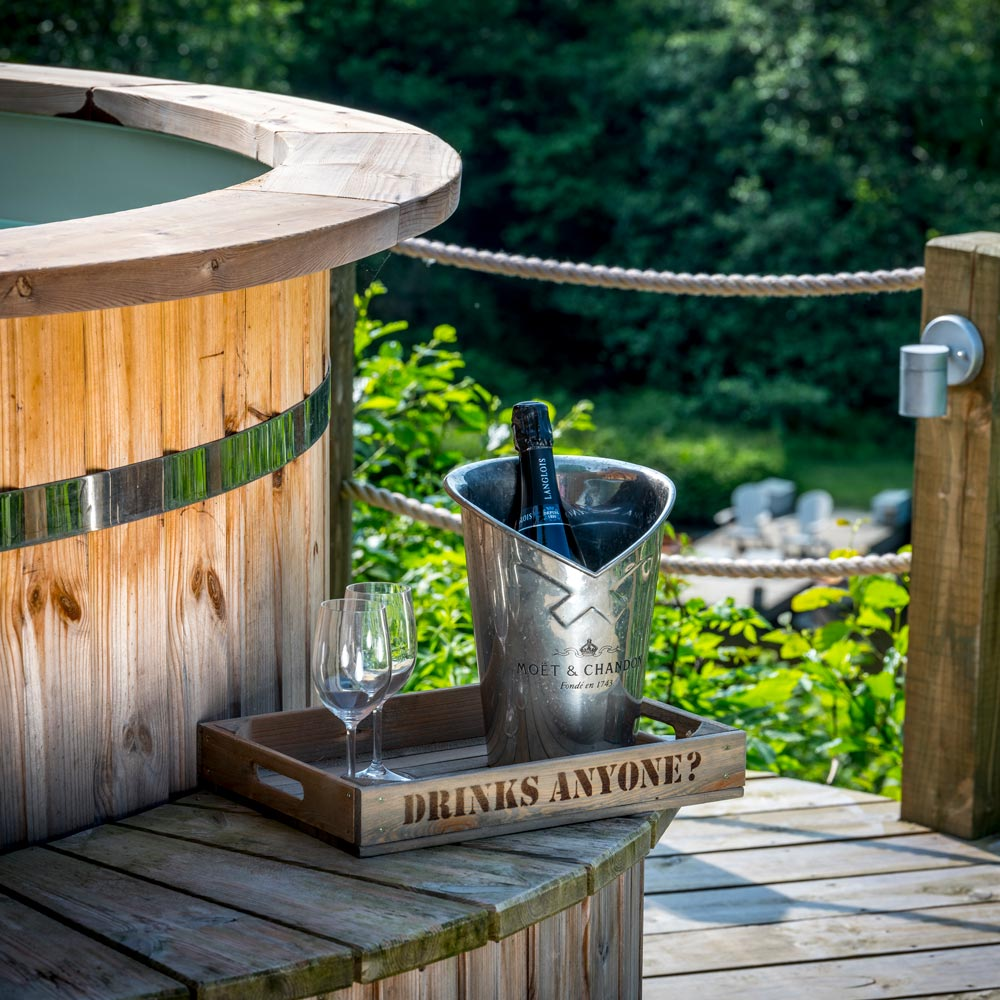 Enjoy Champagne from the hot tub and luxury glamping at Longlands