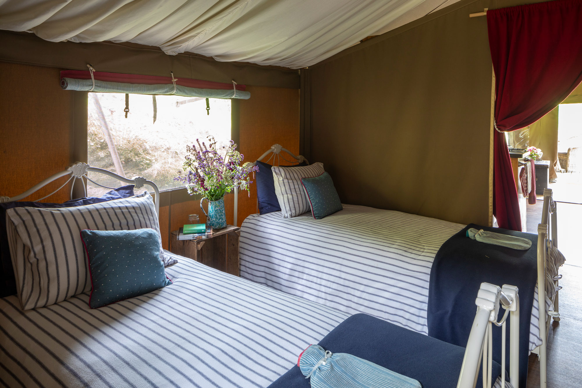 Longlands Glamping Lodge Twin Bedroom