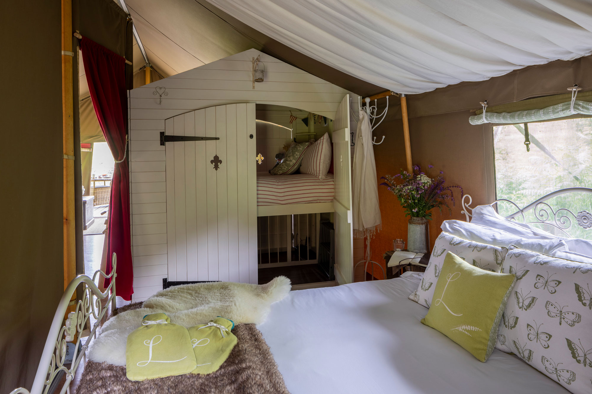Longlands Glamping Safari Lodge Bedroom